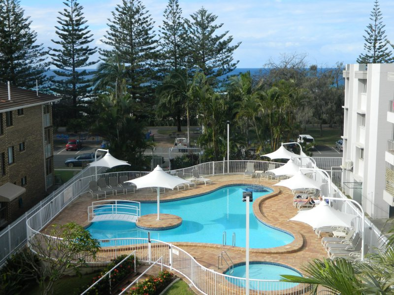 Burleigh Heads: 2nd Avenue Beachside Apartments