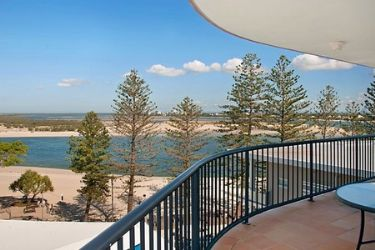 Caloundra: Belaire Place (sleeps up to 4)