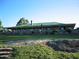Warwick: Cherrabah Homestead Resort (sleeps up to 5)