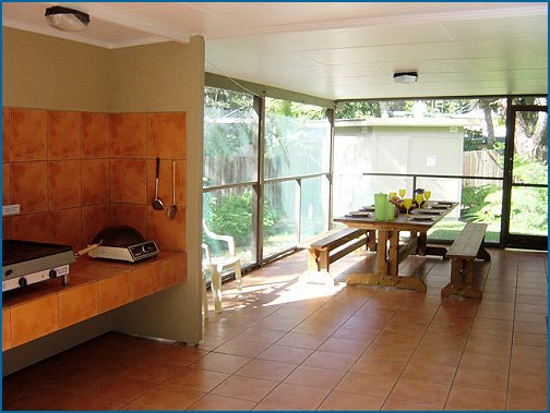 Fraser Island: The Beach Cottage, Eurong Beach (sleeps up to 10)
