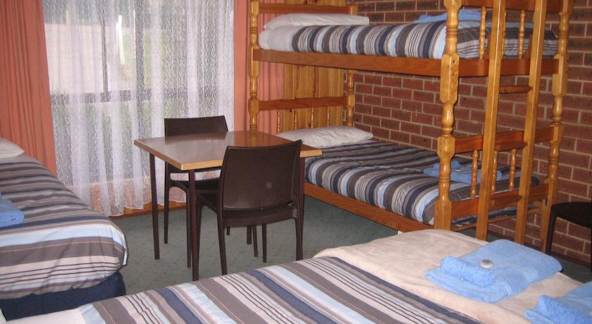Orbost: Country Roads Motor Inn (sleeps up to 5)