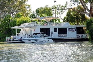 Renmark: Boats and Bedzzz Houseboat Stays (sleeps up to 10)